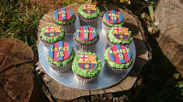 These are such amazing #Barcelona #amazingcupcakes #cupcakes . Made with edible fondant toppers. A fans dream cupcakes.