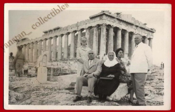 #20675 ATHENS Greece 1950s. Men & women in Acropolis. Photo PC size