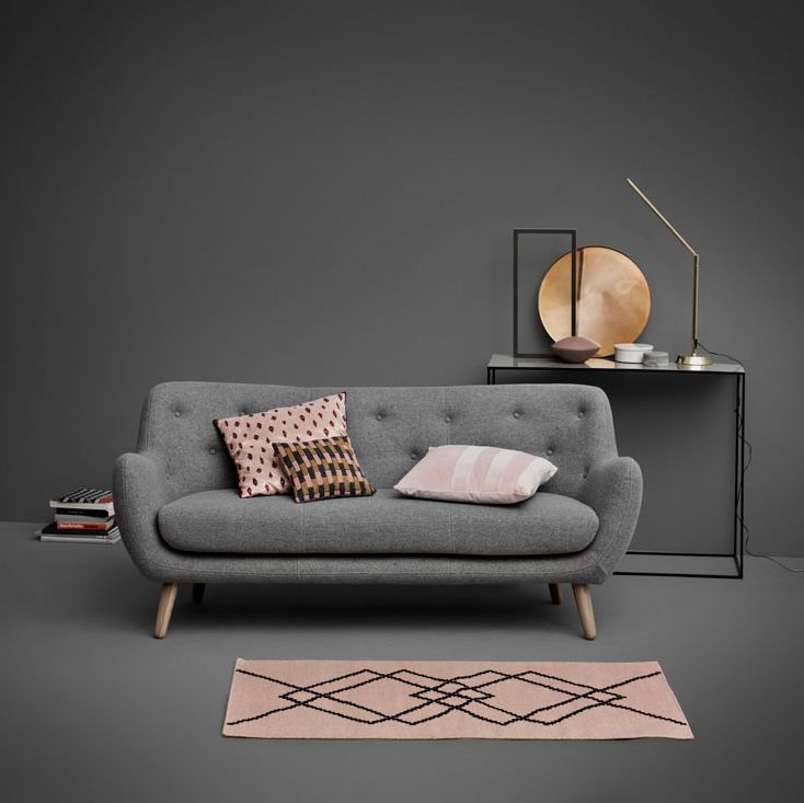 Herman in Szene gesetzt.  #sofacompany_de #danishdesign #furniture #scandinaviandesign #interiordesign #furnituredesign #nordicinspiration #retrostyle #pink #Sofa