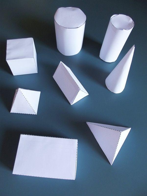 Voir la séance précédente :Line maîtrise bien les différentes formes des bases et des côtés des solides, nous avons déjà travaillé avec les accessoires. Depuis un certain temps nous travaillons sur les noms des solide...Nos séances sur les solides géométriques...