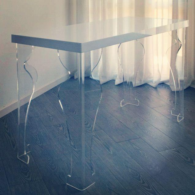 Consolle in white & transparent plexiglas  by Plexform design