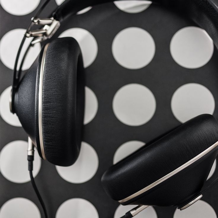 A fresh take on the design of the 99 Classics, the Neo has a slightly different signature and the same audio quality.