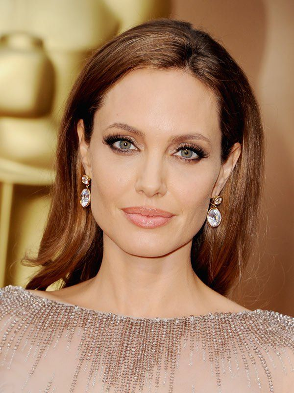 This makeup. I would improve the lip liners a smidge. Angelina-Jolie-oscars-2014-academy-awards