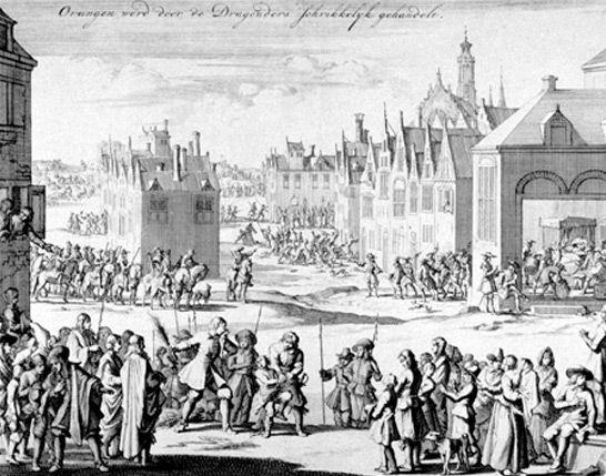Dragonnade à Orange (1685).- Et c'est ainsi que, jusqu'en 1685, le recrutement de dragons s'accéléra afin de pouvoir dompter les provinces les plus converties au protestantisme, telles que la Guyenne, le Limousin, la Saintonge, le Poitou ou le bas Languedoc.Le 17 octobre 1685, Louis XIV, en révoquant l'édit de Nantes, étend à la France entière ce système de dragonnades.