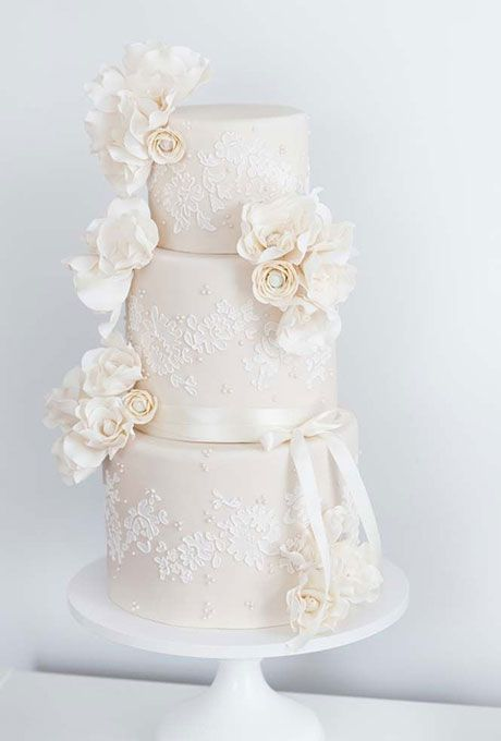lace ribbon for wedding cake 1000 ideas about lace wedding cakes on 16692