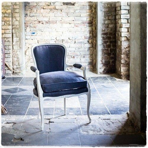 #Fotel #Nocne #niebo #tapicerstwo_dawne_wspolczesne #uslugi #tapissier #upholstery #mebel #indygo #salon #interiordesign #homedecor #wystrojwnetrz #nasprzedaz #forsale #krzesło #fotel #na_strychu_Igora