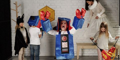 De collectie bestaat uit diverse elementen en kent bovendien een primeur. Naast een mix van traditionele (houten) spelletjes, modern speelgoed en een kookboek boordevol spelletjesrecepten voor jong en oud bevat de speelgoedcollectie ook een smartphone app. De app is het eerste volledige digitale product dat het woonwarenhuis aan haar assortiment toevoegt.