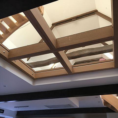 Notre dernière création. Un plancher en verre! Pour gagner de la lumière, épurer votre intérieur ou créer une ambiance particulière, le plancher en verre est aujourd'hui en pleine progression. Consultez-nous! #plancherenverre #dalleenverre #puitsdelumiere #solenverre