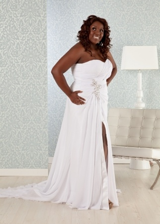 Real plus size models wedding dresses