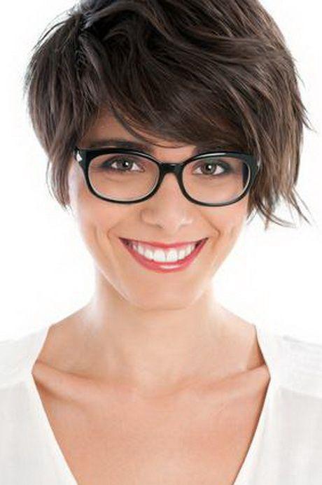 Frisuren kurz stufig mit brille