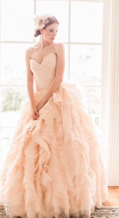 Trouwjurk prinsessen model in prachtige perzik kleurige tule