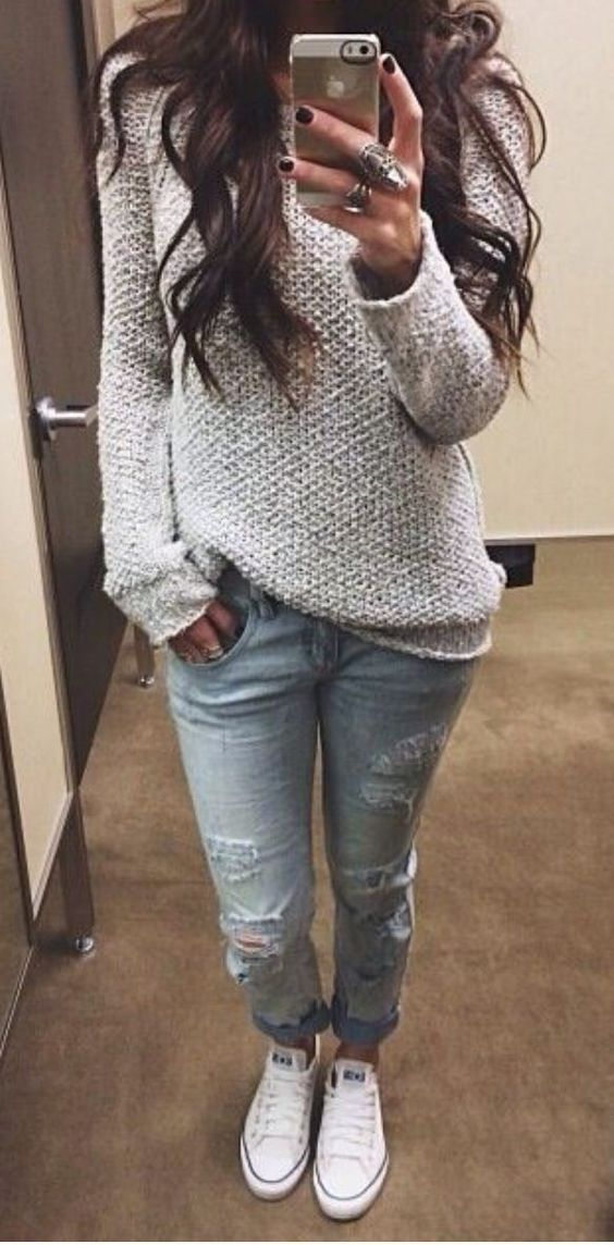 This outfit is so cute these fall outfit ideas that anyone can wear teen girls or women. The ultimate fall fashion guide for high school or college. Comfy cozy sweater outfit with ripped jeans and converse sneakers