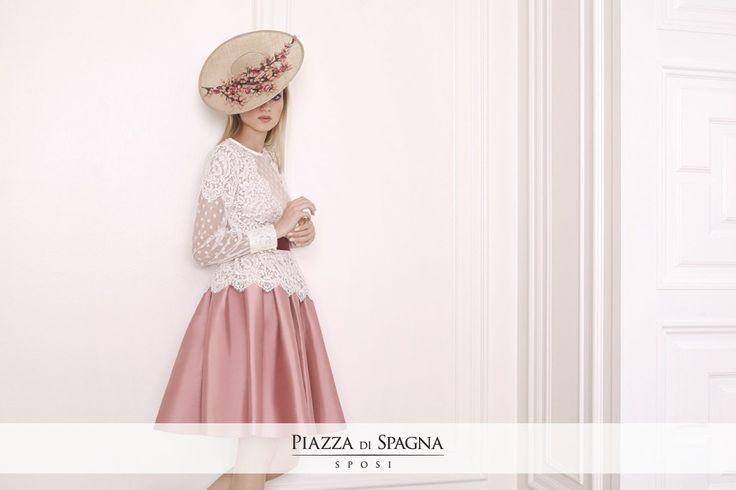 Certi abiti hanno un fascino intramontabile. Proprio come le sobrie creazioni di Matilde Cano. Scoprile su www.piazzadispagnasposi.it