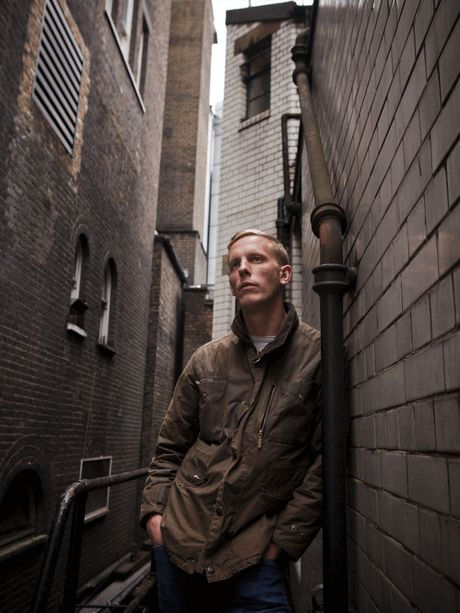 Laurence Fox, aka DS James Hathaway. Hellooo.