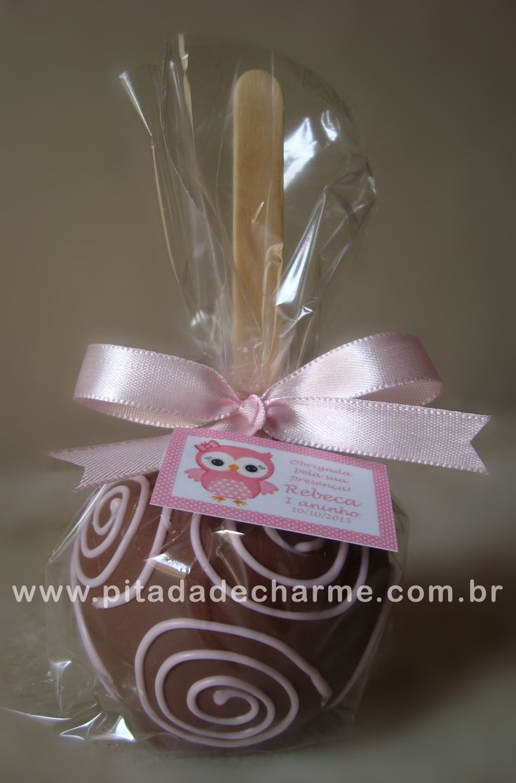 *Maçã coberta e decorada com chocolate* Festinha Corujinha