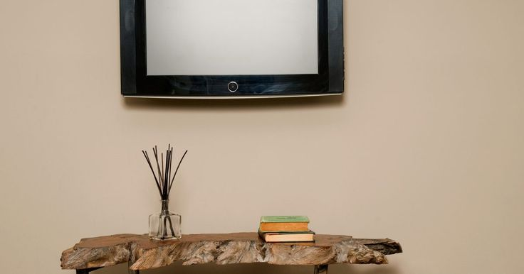 Cómo arreglar un LG TV con líneas parpadeantes. El deterioro de la imagen y su baja calidad son algunos de los problemas más comunes experimentados por los televidentes hogareños. En cualquier momento dado puedes experimentar decoloración, pixelización, una pantalla estática, o líneas horizontales o verticales en la misma. Estos no suelen indicar que hay un problema técnico catastrófico con el ...