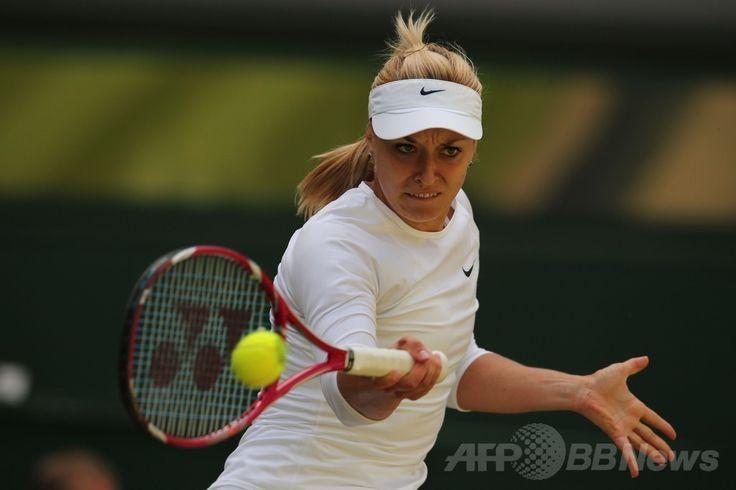 テニス、ウィンブルドン選手権(The Championships Wimbledon 2014)女子シングルス準々決勝。リターンを打つザビーネ・リシキ(Sabine Lisicki、2014年7月2日撮影)。(c)AFP/ANDREW YATES ▼3Jul2014AFP|ハレプが前回ファイナリストのリシキに快勝、ウィンブルドン初の4強 http://www.afpbb.com/articles/-/3019497 #The_Championships_Wimbledon_2014 #Sabine_Lisicki