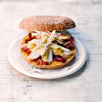 Recette de bagel au boulet, bacon et pomme croquante - Magazine Avantages