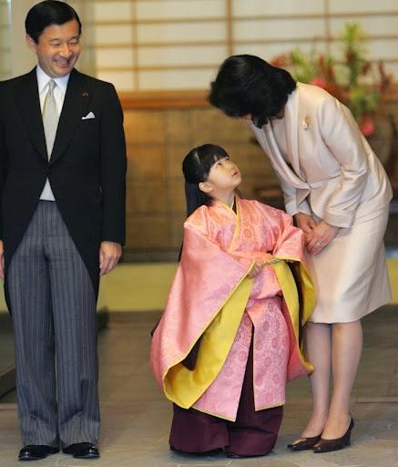 Prince Naruhito, Princess Aiko, and Princess Masako of Japan #royals