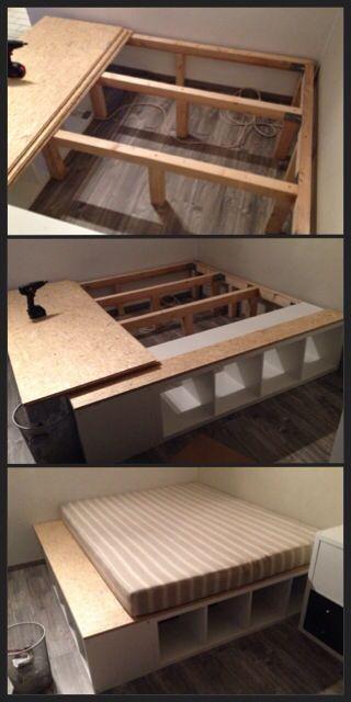 Bett aus Regalen von IKEA, Holzspanplatten und Balken. – #aus #Balken #Bett #Hol
