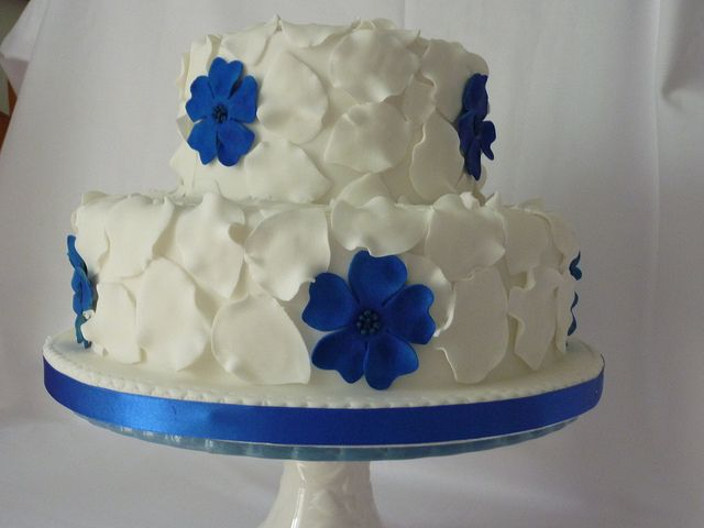 White and Royal blue Wedding cake by Horty2009, via Flickr