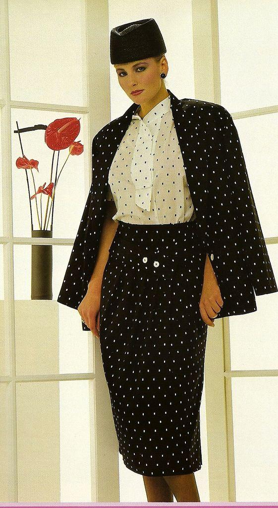 Ensemble tailleur noir et balnc à pois, jupe longue coupe crayon, femme élégante, style vestimentaire vintage, 80s