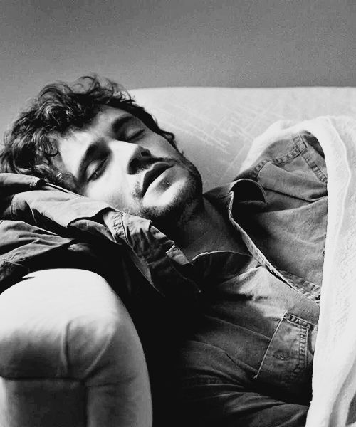 Likes to take weekend naps. Will Graham-Hugh Dancy. ♥