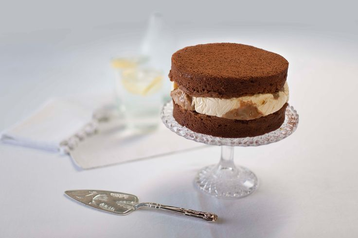 Chocolate and toffee ice cream cake via @Rachel Allen http://gustotv.com/recipes/dessert/chocolate-toffee-ice-cream-cake/