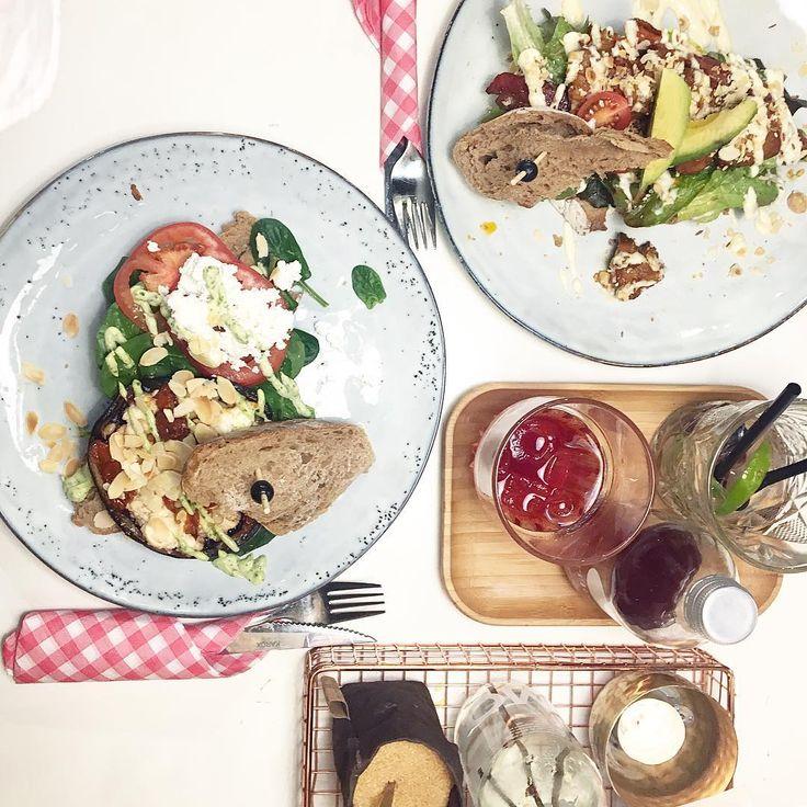 19 vind-ik-leuks, 2 reacties - Lisa Breman (@x3liesa) op Instagram: 'Een zeldzaam vrij weekend inluiden met mn twee lievelings! #vriendje #eten'