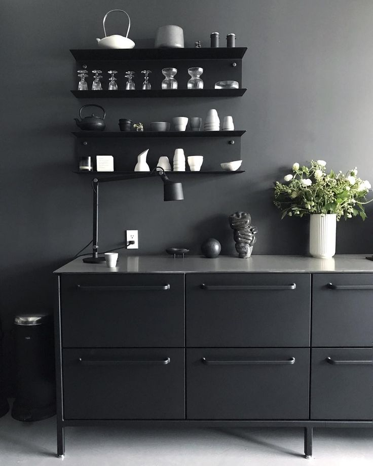 Met @sofievippnyc in her beautiful New York home yesterday such a beautiful space with the @vipp kitchen in black