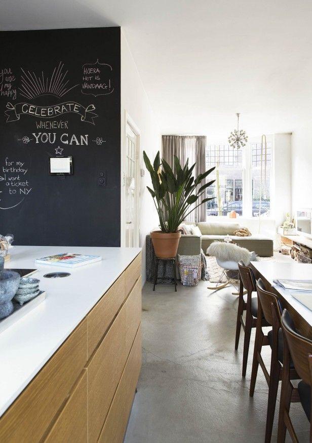 Chalkboard, perfect for in the kitchen | Photographer Jansje Klazinga | Styling Marlies van der Linde | Production Emmy van Dantzig | Text Esmee Peper | vtwonen November 2015