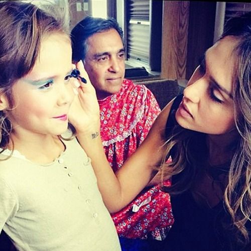 Jessica Alba gives her daughter Honor a mini #mermaid #makeover. #makeup #parenting #cute