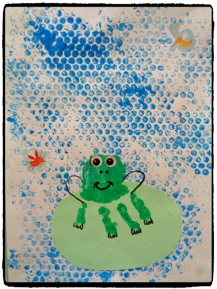 grenouille en empreintes de mains, bricolage automne, enfant