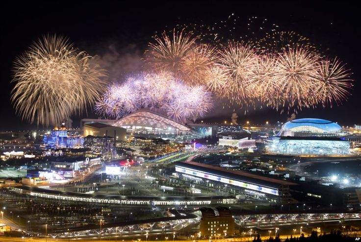 Kembang api di atas Olympic Park di akhir upacara penutupan Olimpiade Musim Dingin 2014, 23 Februari 2014.
