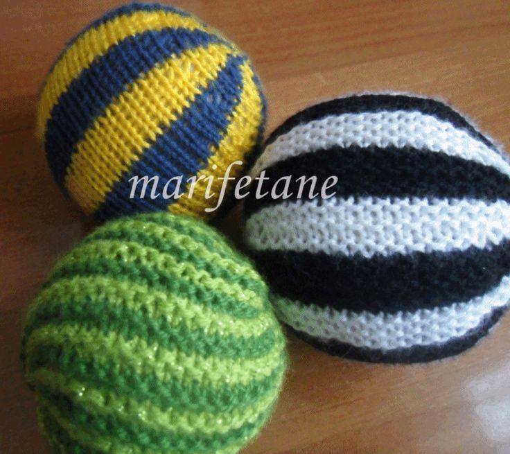 Örgü toplar yapılışı burada: http://www.marifetane.com/2014/03/orgu-top-yapilisi-knitting-ball.html
