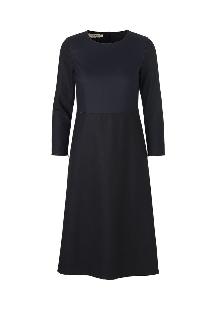 Bi-color dress in dark blue and black. A-line skirt for easy use. mo. 9211 1364