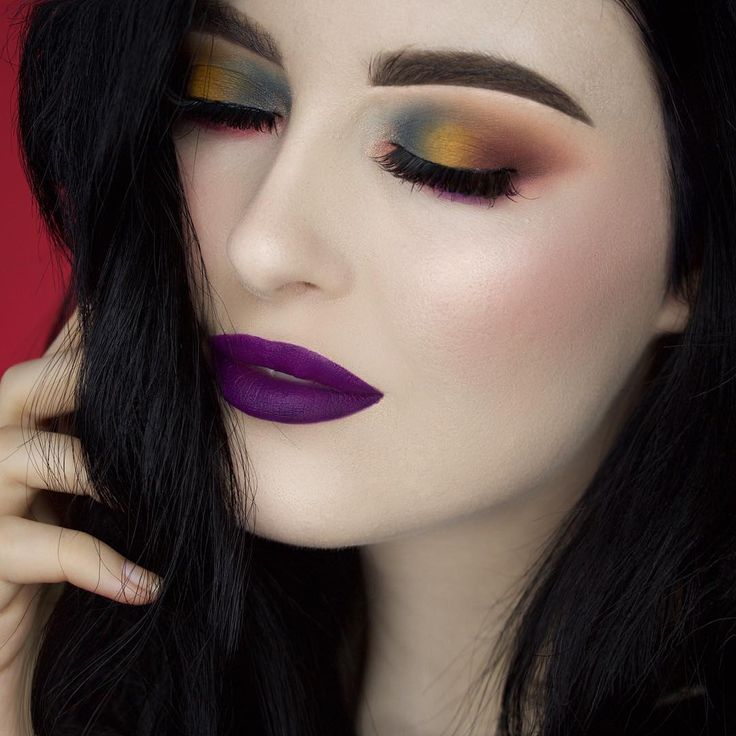 @meltcosmetics eyeshadows in shades antique, rubbish mixed with neon, enigma, fixated, Amelie, promiscuous and radon. Melt by starlight lipstick on the lips. @nyxcosmetics_canada ash brown microbrow pencil, sweet cheeks blush palette and contour palette for my highlight and contour.