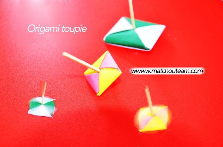 Tourbillon de toupies en origami        On ne se lasse pas de regarder une toupie tourbillonner sur elle même!!