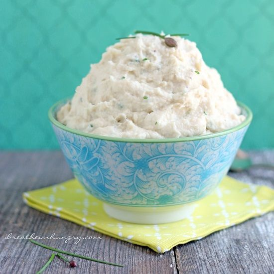 Garlic & Chive Cauliflower Mash – Low Carb and Dairy Free / 3g carbs