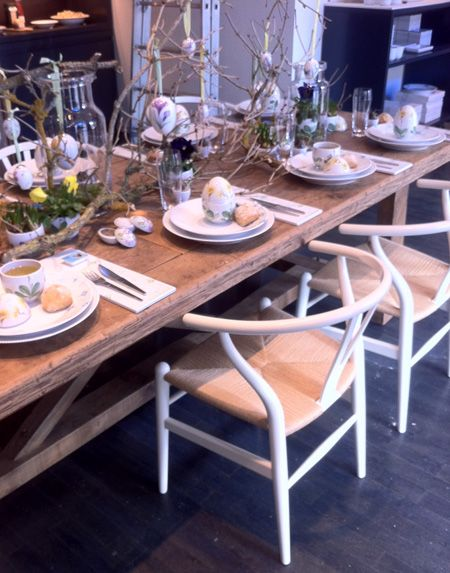 Beautifully decorated Easter table idea from Royal Copenhagen.