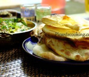 Наан - індійський плоский хліб (Naan)