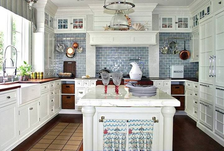 Found on FB from 'These are a few of my favorite things' page. THIS is how I want my kitchen to look <3