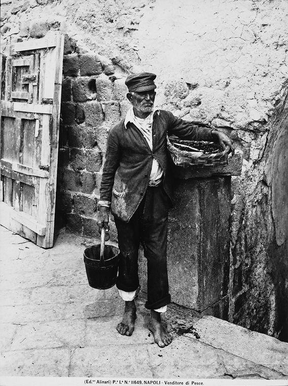 Un pescivendolo a Napoli, Alinari, Fratelli, 1900 Firenze