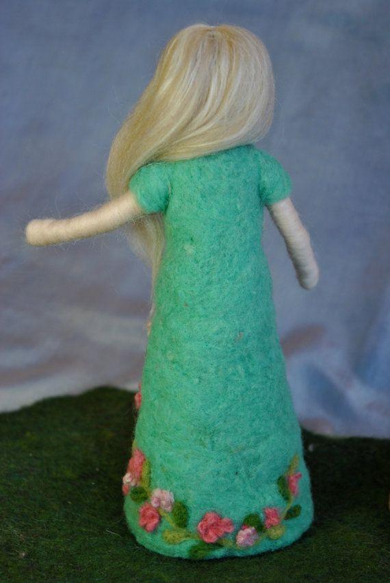Muñeca fieltro de aguja inspirado Waldorf: Vestido de por MagicWool