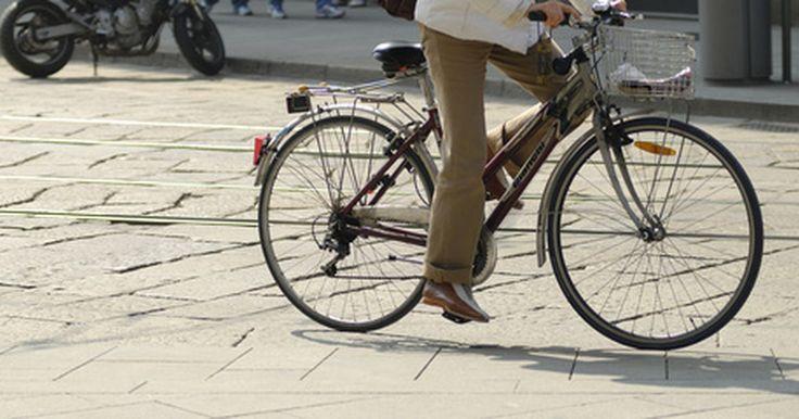 Los mejores motores para bicicleta de dos y cuatro tiempos. Las bicicletas motorizadas han existido desde la década de 1860, y han recorrido un largo camino desde entonces. Hoy en día, son un medio de transporte económico, saludable y ecológico. Los mejores motores para bicicletas disminuyen el pedaleo y ofrecen un desplazamiento suave.