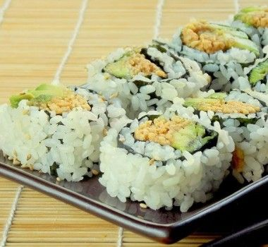 Веганский и вегетарианские Суши с арахисом и авокадо рецепт