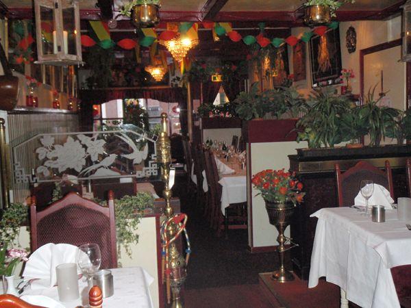 Sittarindianrestaurant.com: Je komt hier niet vanwege de moderne ambiance, maar oh oh oh wat is het Indiaas eten hier goed!