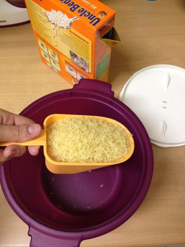 Portion de riz au Cuiseur à riz 1 dose de riz pour 2 doses d'eau + sel
