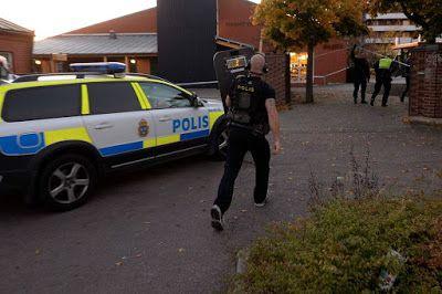 CRIME - SWEDEN: Skottlossning i Rosengården Helsingborg - En man s...
