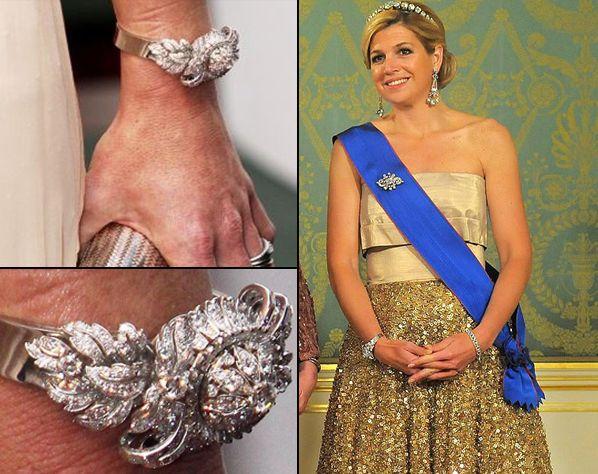 Koningin Juliana kreeg dit diamanten horloge van Nederland cadeau voor haar vijftigste verjaardag in 1959. Sinds een aantal jaar draagt ook Máxima het pronkstuk zo nu en dan. Koningin Beatrix heeft het horloge daarentegen nooit gedragen. Het bijzondere klokje is gemaakt door Steltman juweliers in Den Haag. Zij bestelden het uurwerk in Zwitserland en voorzagen het horloge van een luttele 275 diamanten.